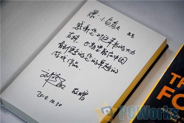 小岛秀夫晒特别版《三体》:刘慈欣亲签 并送祝福语