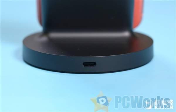 小米立式无线充电器图赏:横竖皆可放 看片不用手