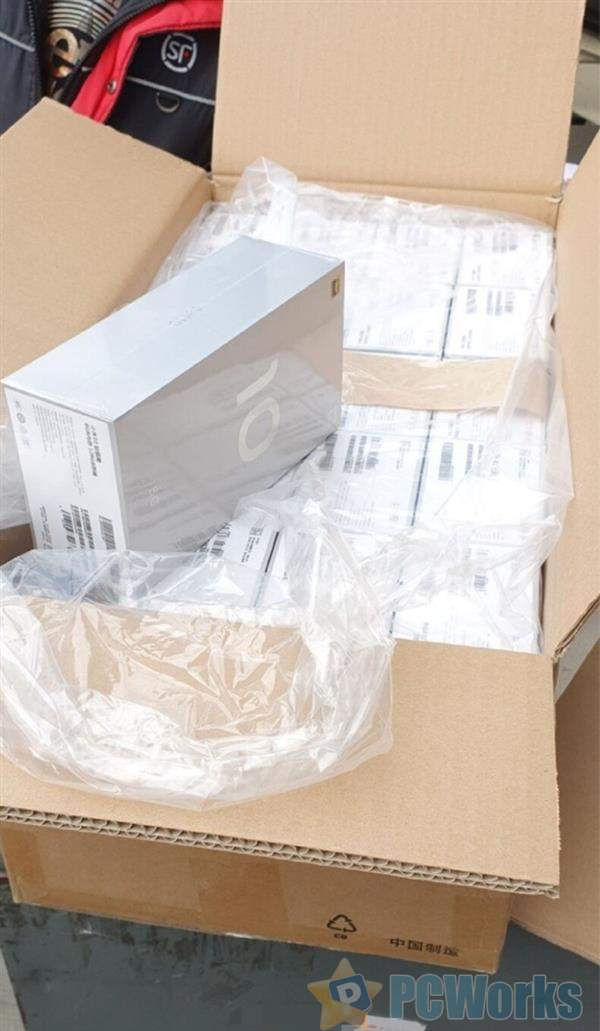 钛银黑8+128G小米10外包装曝光:简约大气