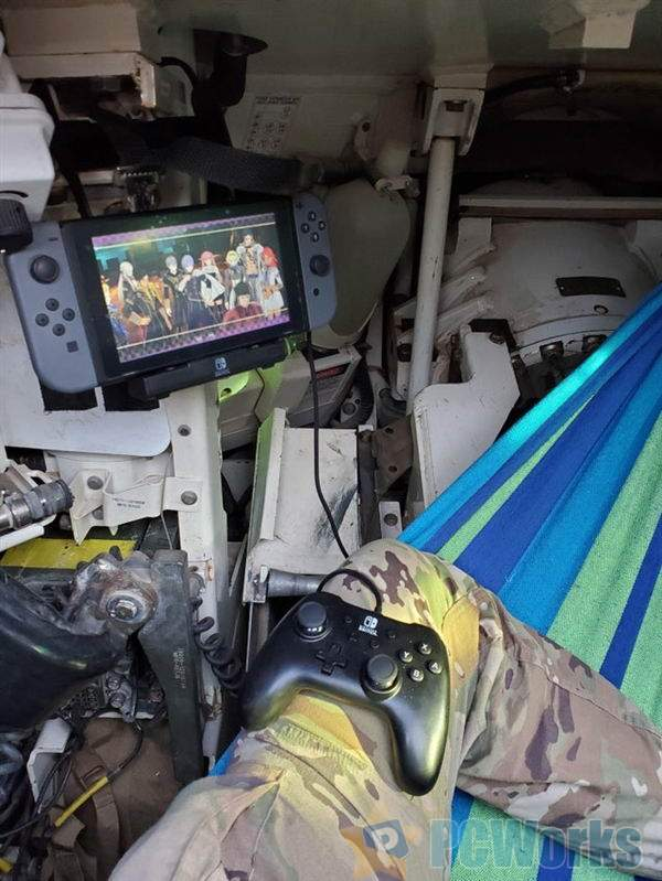 最硬核Switch玩家诞生:直接坐在美国坦克中开造