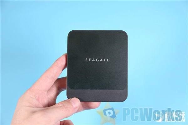 140g时尚小巧 希捷酷鱼Fast SSD 2TB开箱图赏